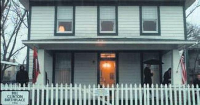 Bill Clinton'ın ilk evi kundaklandı