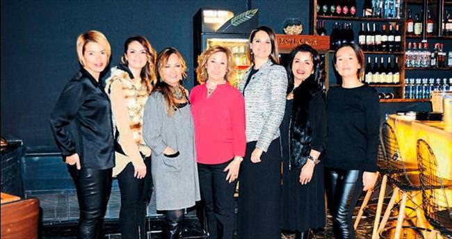 İş kadınlarının yeni yıl partisi