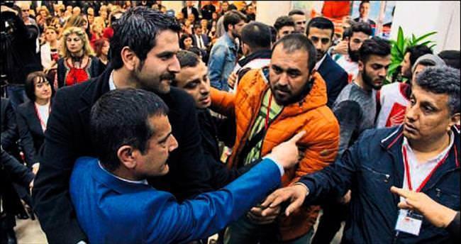 CHP kongresinde tekme tokatlı kavga