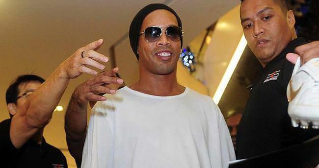 Ronaldinho transferi şaka çıktı