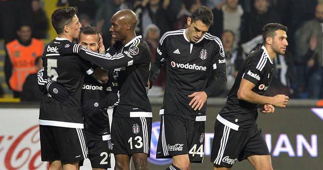 Beşiktaş ilk yarıda gol oldu yağdı