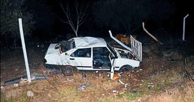 Domuza çarpan araç takla attı: 3 yaralı