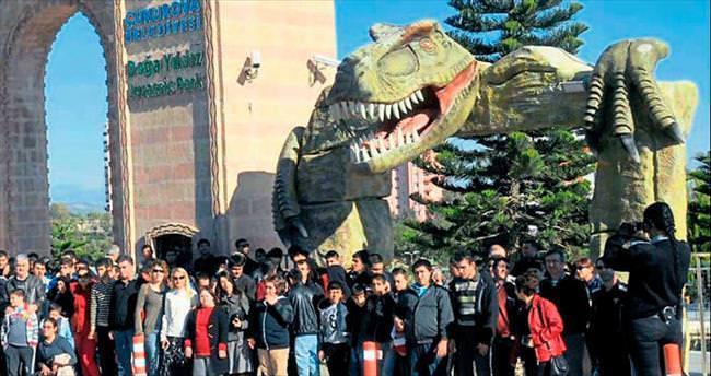 Engelliler Jurassic Park'ta dinozorların devrine gitti