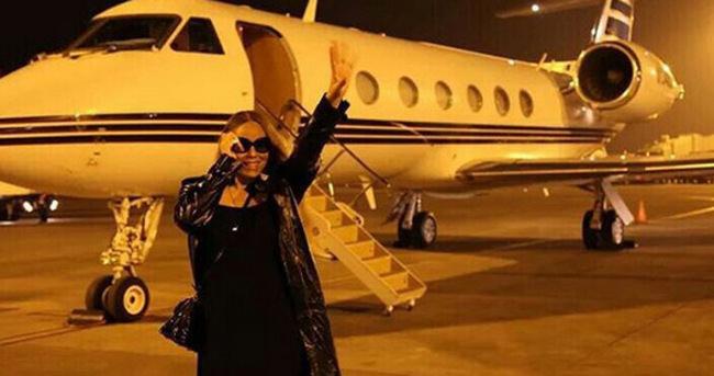 Mariah Carey sevgilisinin özel jetiyle fotoğraf çektirdi