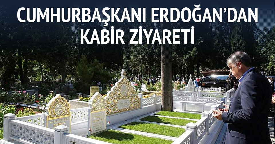 Erdoğan anne ve babasının kabrini ziyaret etti