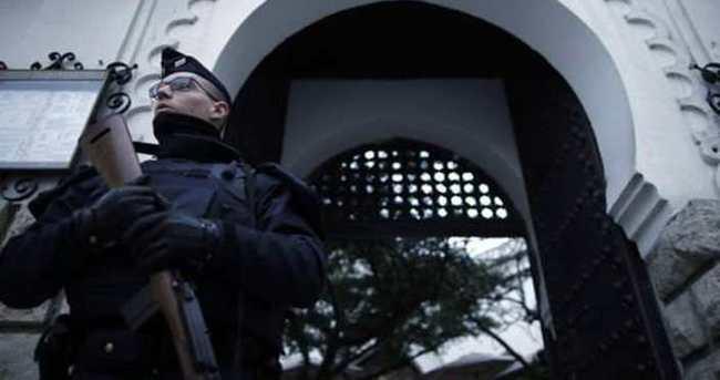 Fransa'da camiyi koruyan askerlere saldırı