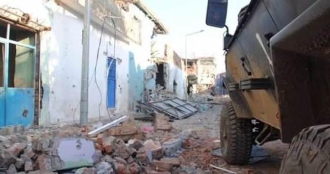 Sur'da patlama: 3 asker yaralı