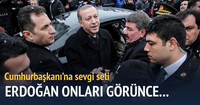Erdoğan'ı aracından indiren sevgi