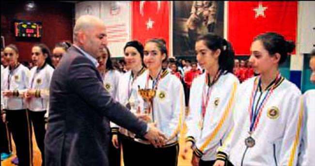 Arı'nın yıldız kızları Ankara'da şampiyon