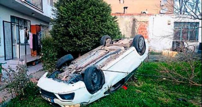 Takla atan otomobil evin bahçesine düştü