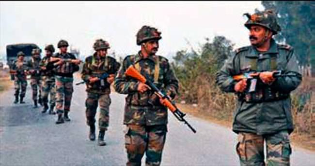 Hindistan'da askeri üsse saldırı: 7 ölü