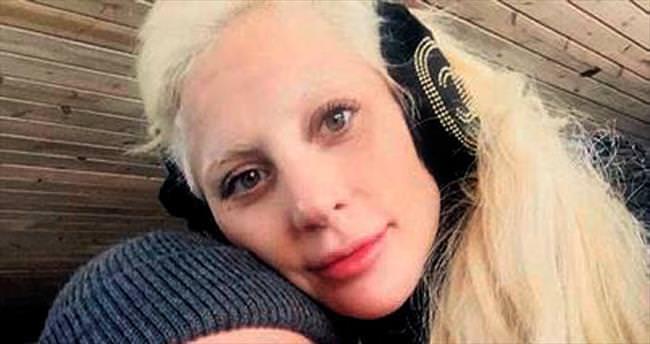 Gaga'dan yeni yılın ilk aşk pozu