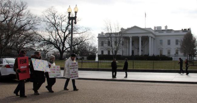 Beyaz Saray önünde gösteri yaptılar