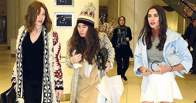 Sinem Kobal'ın elbisesini Şükran Ovalı seçti