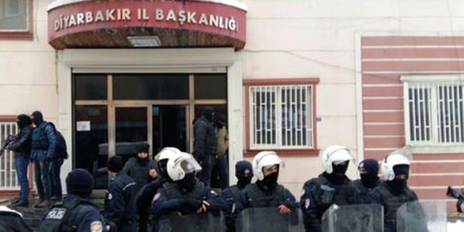 DBP Diyarbakır İl Binasına polis baskını