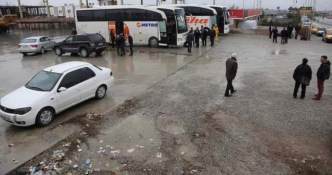 Mersin'de firmalar anlaşamıyor, vatandaş çamura batıyor