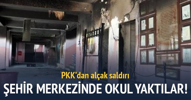 PKK'lı teröristler okulu ateşe verdi!