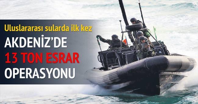 Akdeniz'de 13 ton esrar operasyonu