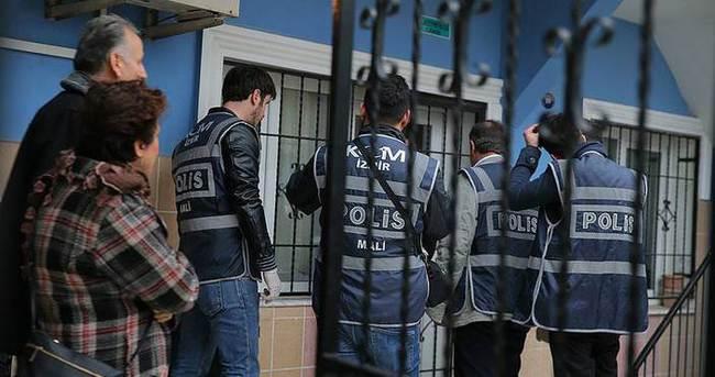 İzmir'deki FETÖ operasyonunda 2 kişi kaçmaya çalışırken yakalandı