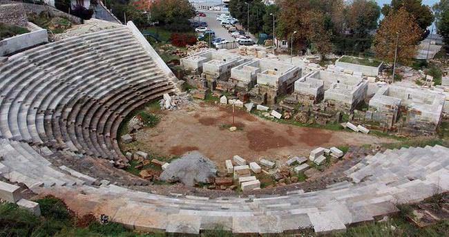 Telmessos Antik Tiyatrosu'ndaki restorasyon çalışmaları