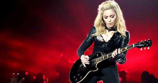Madonna'ya 18 yaş sınırlaması