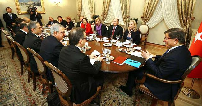 Davutoğlu, ABD Senato heyetini kabul etti