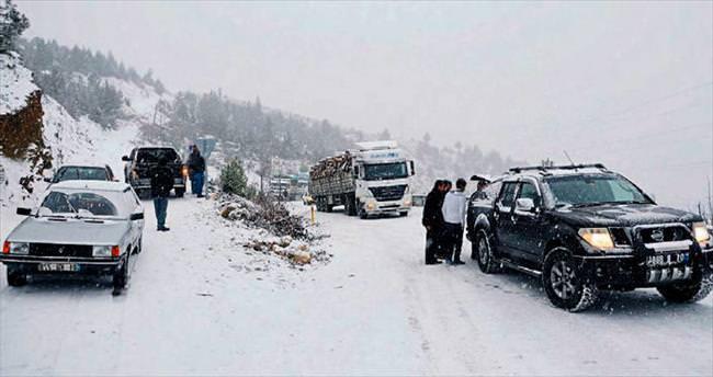 Aladağ'da yoğun kar mesaisi başladı