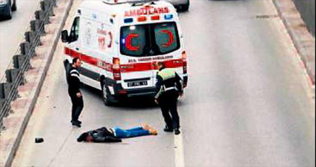 Kasksız sürücü ölümden döndü