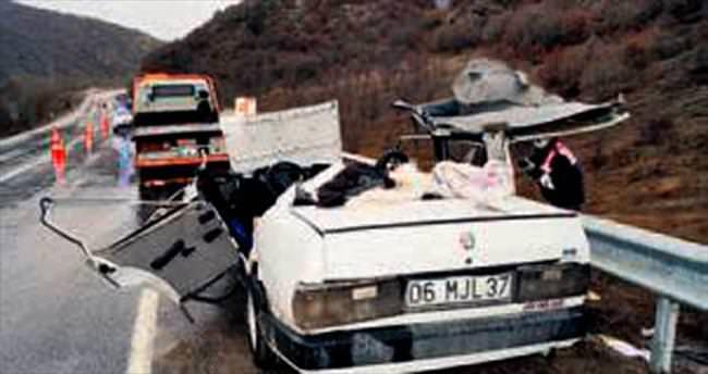 TIR'la otomobil çarpıştı: 1 ölü