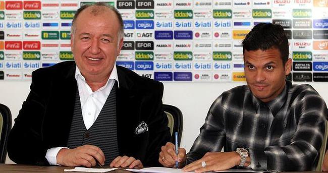 Motta'dan Antalyaspor'a 2,5 yıllık imza