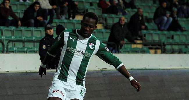 Bursaspor Advincula'yı kiraladı