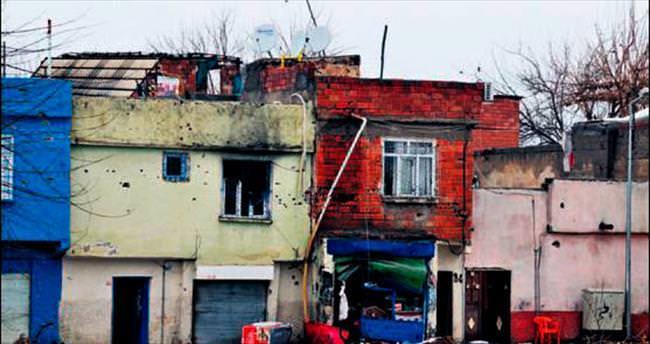 Darbe alan hainler evleri yakıyor