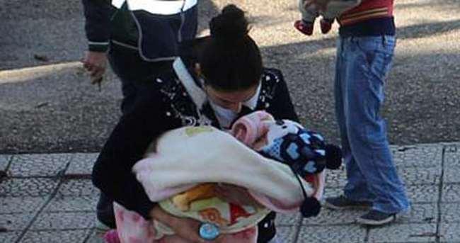 Kucaklarındaki bebeklerle adliyeye sevk edildiler