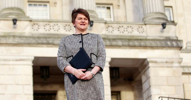 Kuzey İrlanda'ya kadın başbakan
