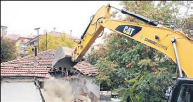 123 kaçak yapı yıkıldı