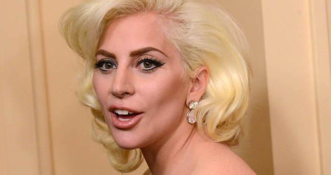 Lady Gaga, Leonardo Di Caprio'ya dirsek attı