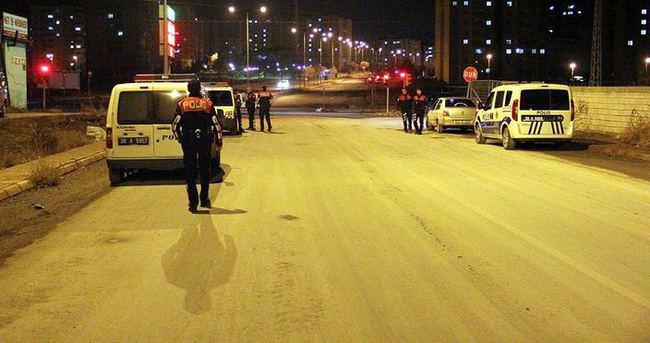 Dur ihtarına uymayan otomobile polis ateş açtı
