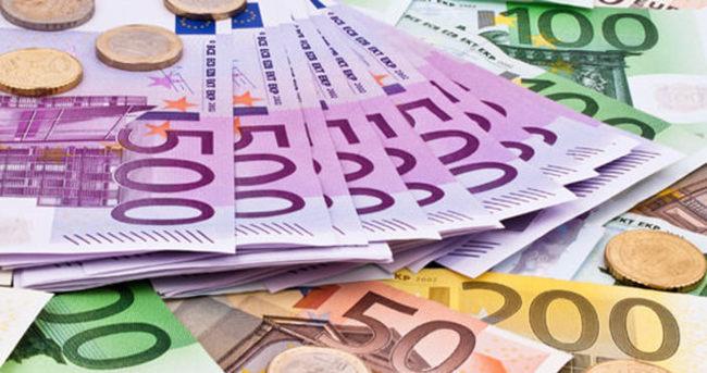 Merkel, AB para biriminin Schengen'e bağlı olduğunu söyledi