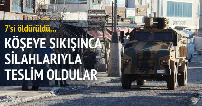 3 PKK'lı silahlarıyla teslim oldu