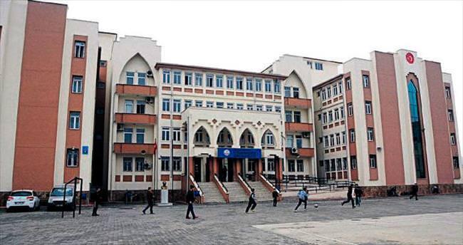 Teröristler okul yaktı