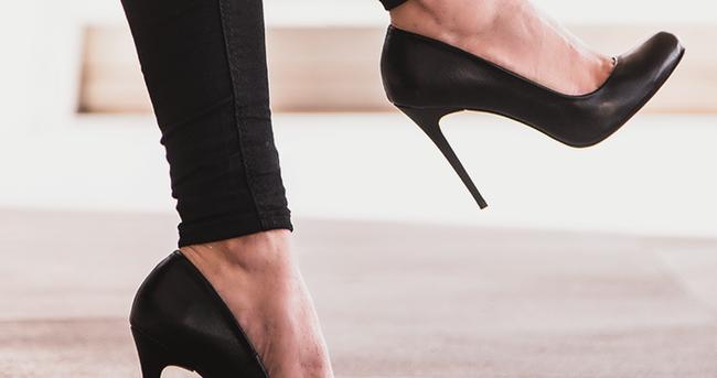 Yüksek topuklu ayakkabılar bel fıtığına yol açıyor