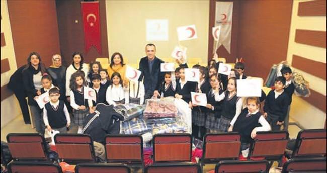 'Çocuklar Üşümesin' diye battaniye bağışı