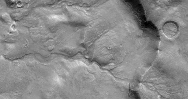 Mars'ta nehir yatağı izi bulundu