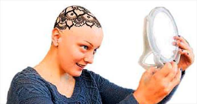 Kemoterapiden dökülen saçlar yerine hint kınasıyla dövme