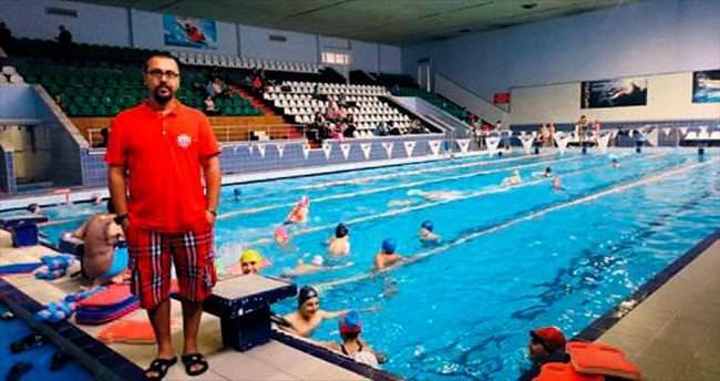 Milli yüzücülerin yeni hocası KONAK