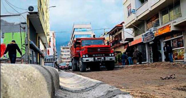 İskenderun'da binalar yıkıldı trafik rahatladı