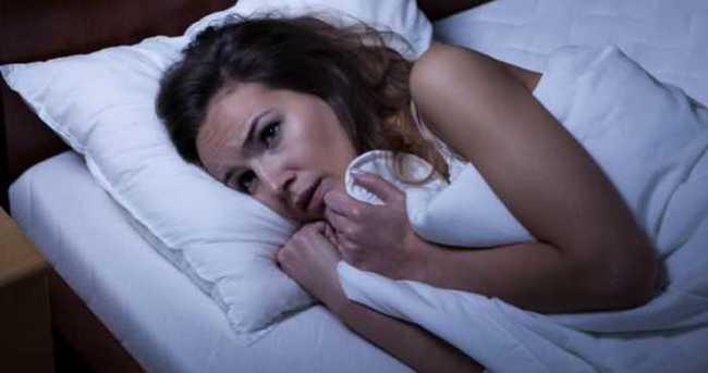 Yatmadan önce cep telefonundan uzaklaşın