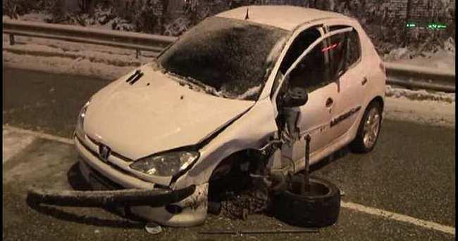 TEM yan yolda iki araç kafa kafaya çarpıştı