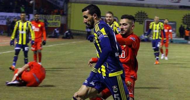 Mehmet Topal o pozisyonda hakemi uyardı ama...