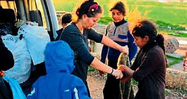 Anne acısıyla kendini sığınmacılara adadı
